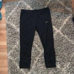 Black Capri Nike leggings